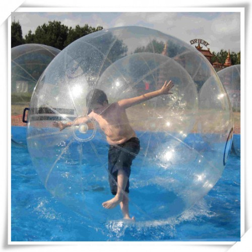 Transparent_water_walking_ball_01_1