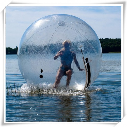 Transparent_water_walking_ball_02_1